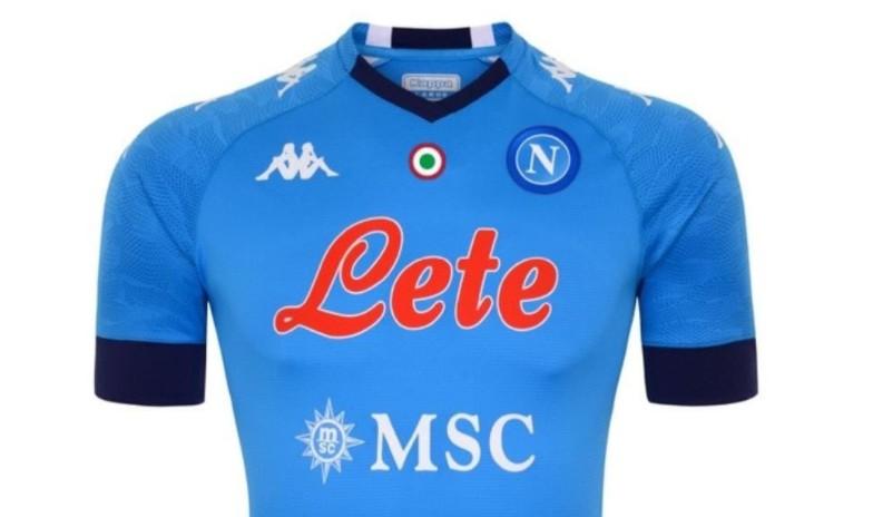 Napoli, la nuova maglia scatena il web |  Sport e Vai
