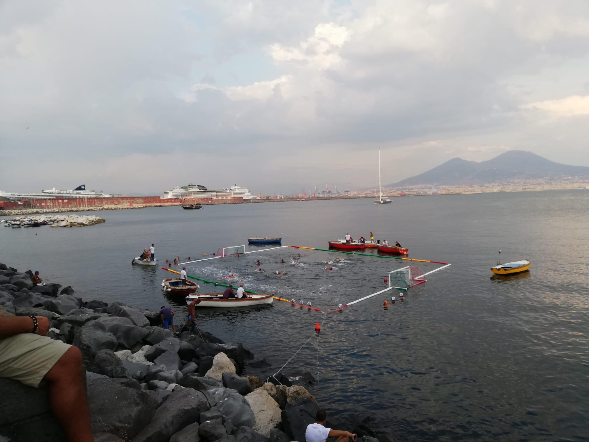 Napoli, la sfida della Rari Nantes: una piscina per la pallanuoto a mare da marzo a novembre |  Sport e Vai