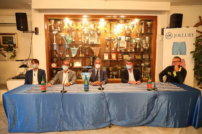 A Napoli scoppia la padel-mania: boom di partecipanti al primo torneo ufficiale  |  Sport e Vai