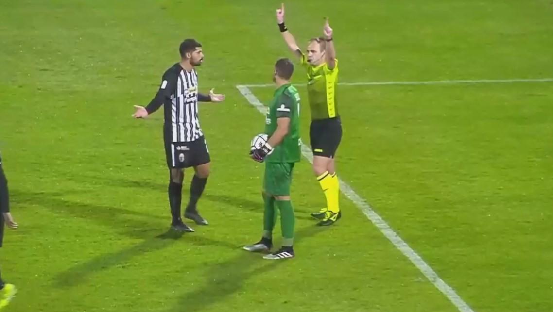 In B arbitro annulla gol indicando il Var, ma il Var in B non c'è |  Sport e Vai