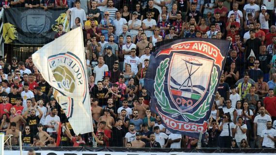 Crotone-Juve scatena ironia tifosi sui social |  Sport e Vai