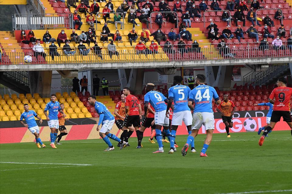 Cosa è successo nell'intervallo di Benevento-Napoli |  Sport e Vai