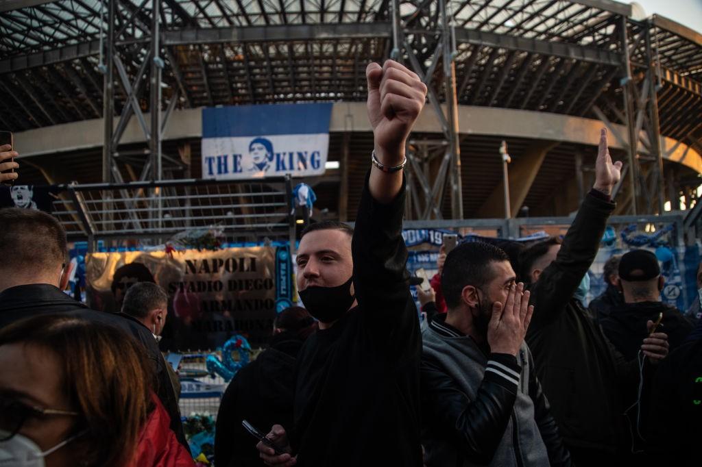 Napoli, festeggia 100 presenze ma i tifosi sono stufi |  Sport e Vai
