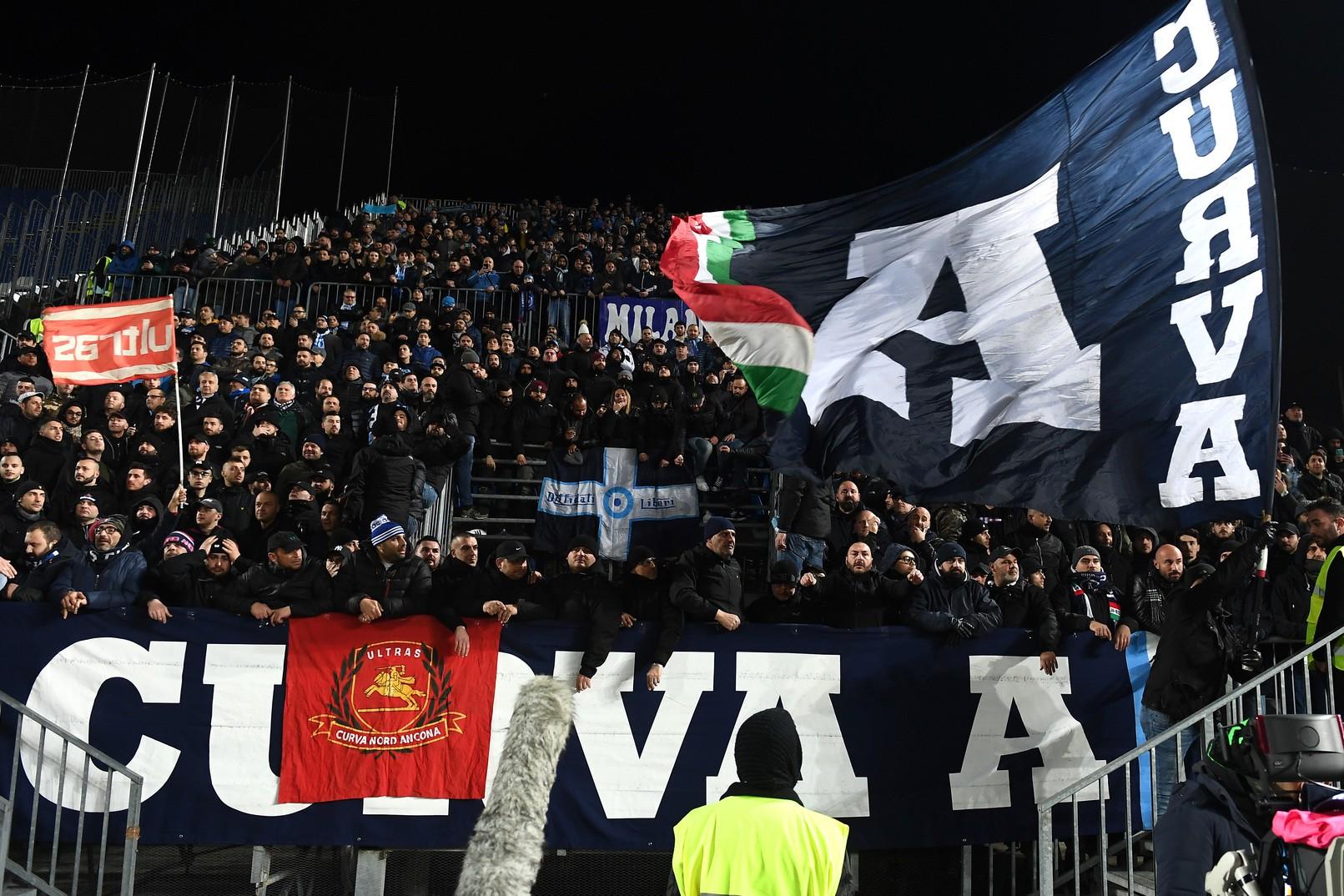 Tifosi Napoli rassegnati: Sembrava un funerale |  Sport e Vai