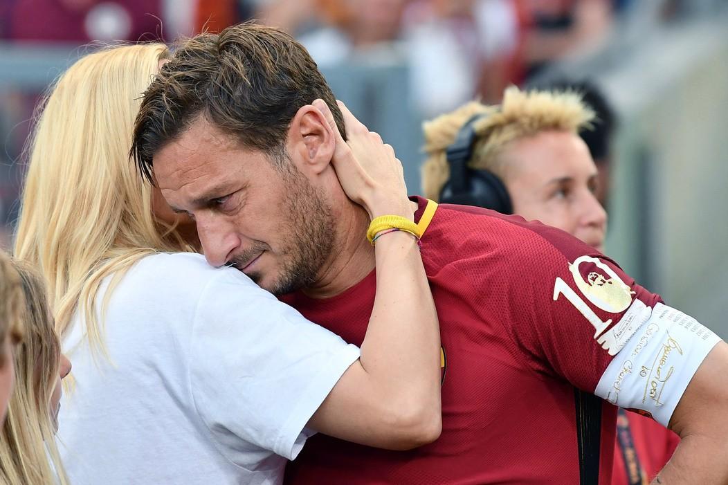 Gascoigne scherza su Totti, Ilary lo brucia |  Sport e Vai