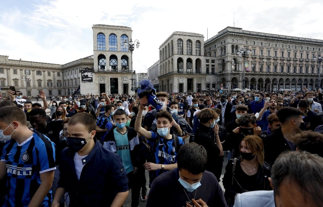 Inter, la festa in piazza scatena la polemica |  Sport e Vai
