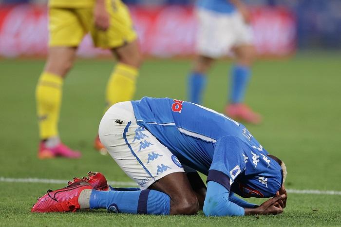 Che è successo prima di Napoli-Verona? Social scatenati    Sport e Vai
