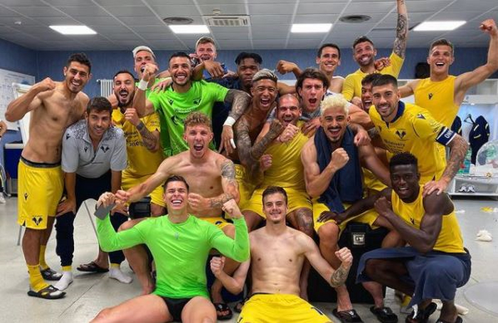 Zaccagni festeggia dopo pari Verona a Napoli, bufera social    Sport e Vai