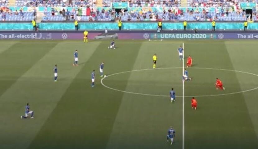 Solo mezza Italia in ginocchio, bufera social |  Sport e Vai