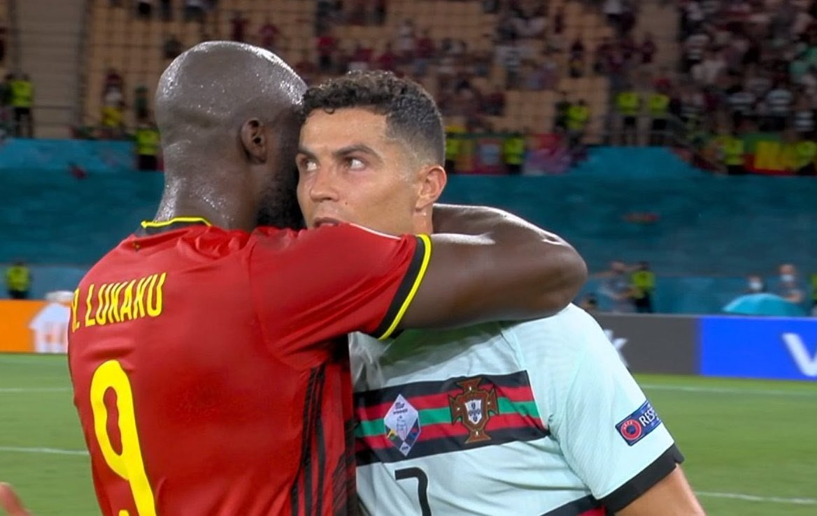 Euro 2020, l'abbraccio tra Lukaku e Ronaldo scatena i social    Sport e Vai