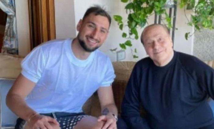 Donnarumma incontra Berlusconi, la foto che fa impazzire i social    Sport e Vai