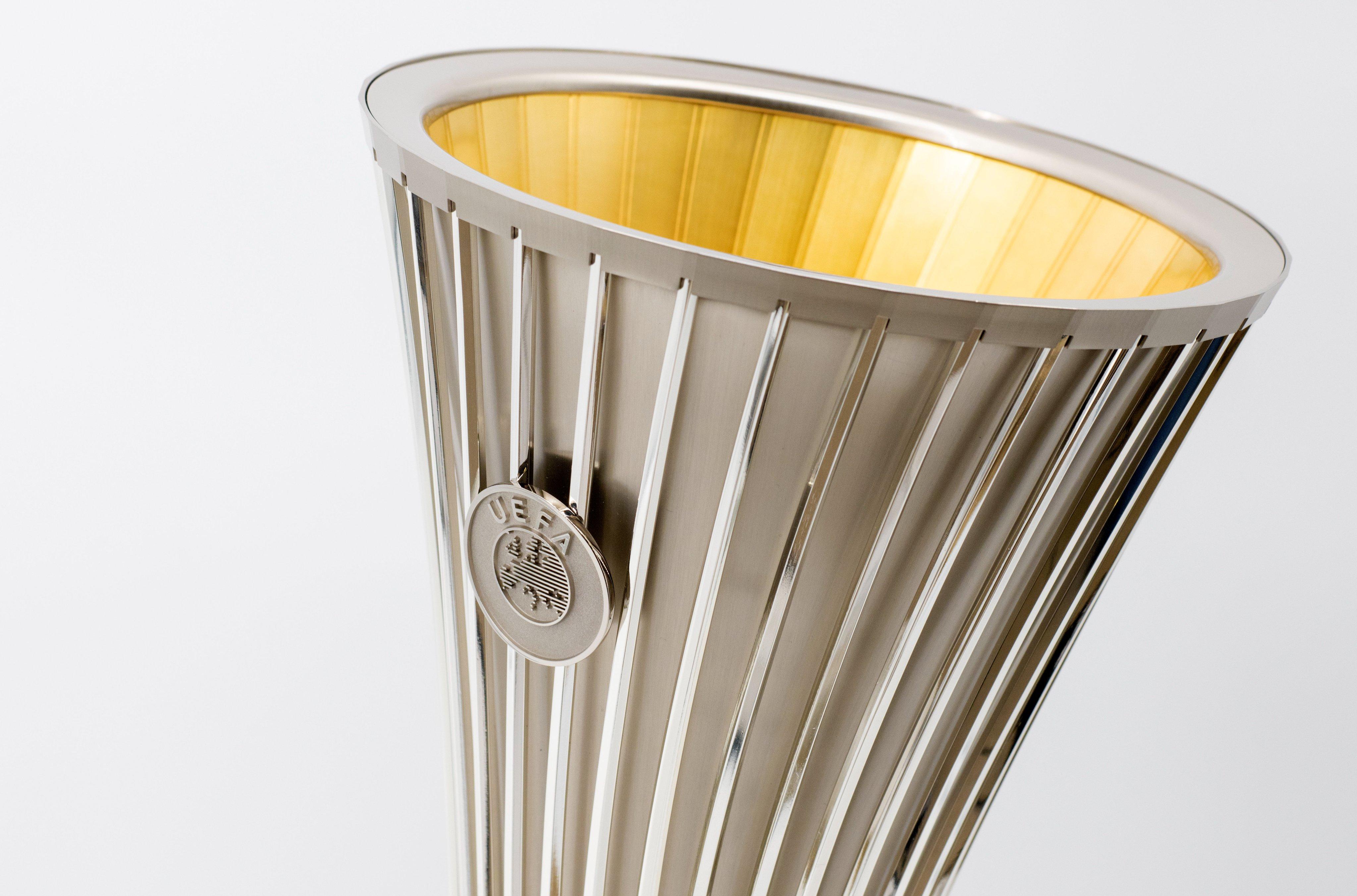 UEFA Conference League, ecco le foto del nuovo trofeo |  Sport e Vai