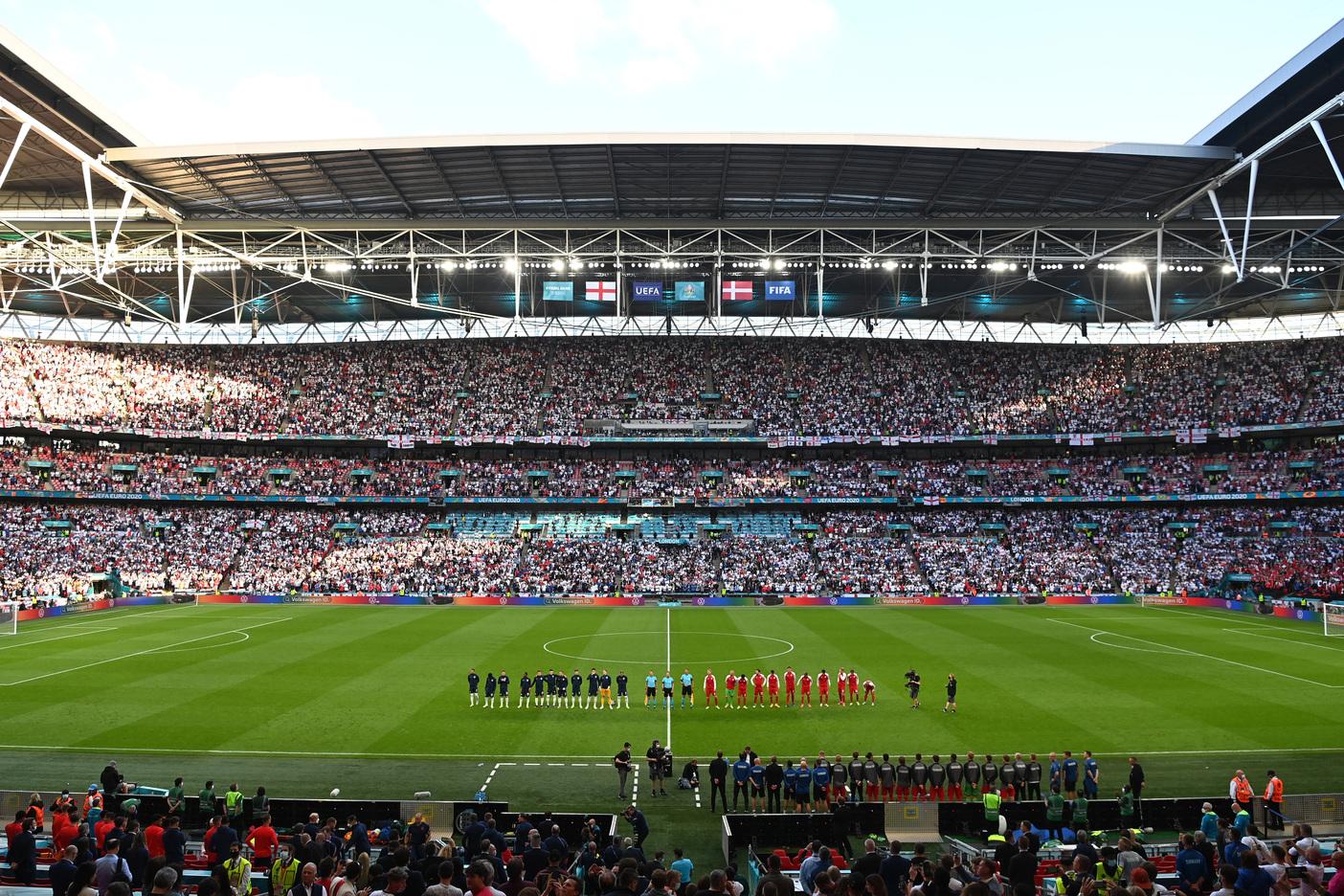 Inghilterra, lutto prima della finale: Morto a 55 anni ex bomber |  Sport e Vai