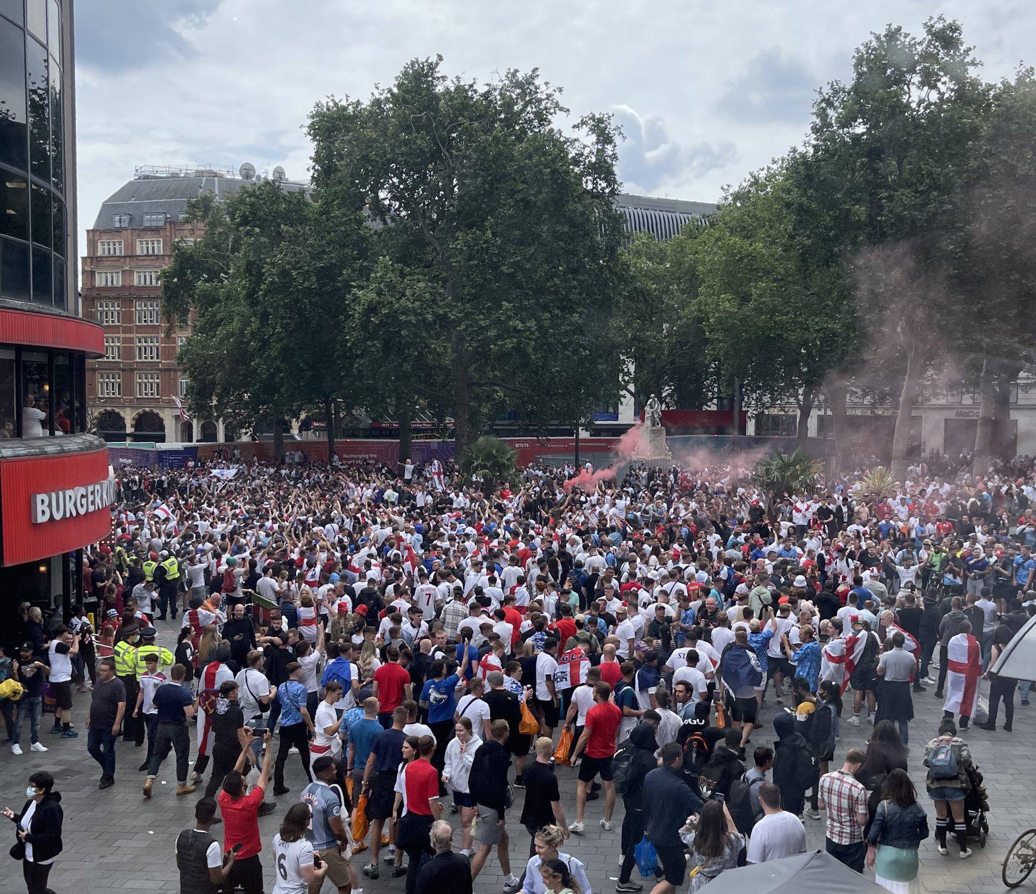 Euro 2020, ai tifosi inglesi brucia ancora: minacce ad ambasciata italiana |  Sport e Vai
