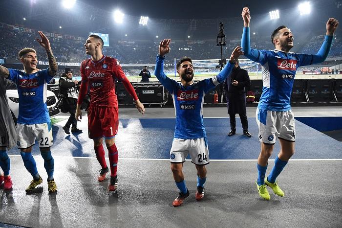 Napoli schiacciasassi, tifosi in delirio: Sembra quello dei 91 punti |  Sport e Vai